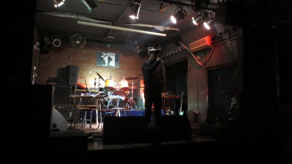 Yan Jun introducing Miji Concert No.12 at 2kolegas